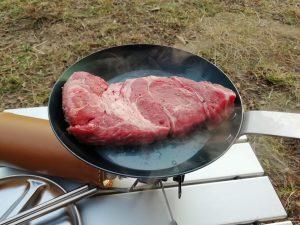 肉を投入!