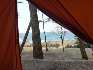 テントからの海