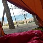 寝ながら海を眺める