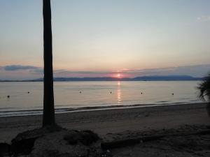 海から上がる朝日